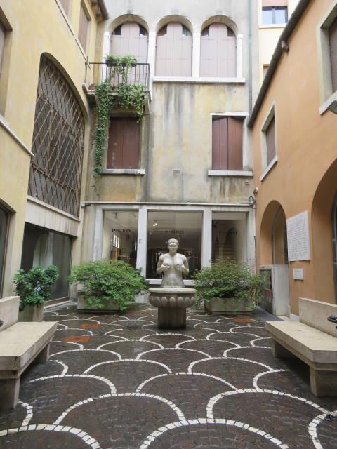 Treviso, fontana delle tette, Veneto